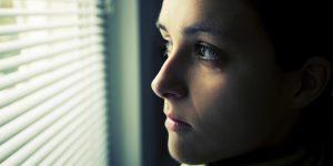 چرا زنان در موقعیتهای توهینآمیز گیر میکنند؟