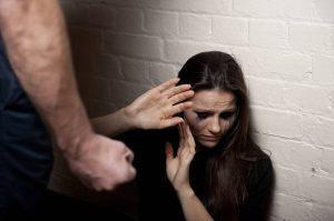 زنانی که دچار خشونت میشوند